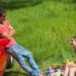 Smiling couple having picnic together — ストック写真
