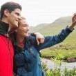 Athletic couple on a hike taking a selfie — Stock Photo