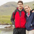 Fit couple on a hike — Stock Photo