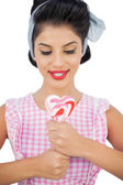 Content black hair model holding a heart shaped lollipop — Stock Photo