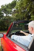 Cabriolet rouge conduite de bel homme — Photo