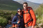 Gelukkige paar op een wandeling — Stockfoto