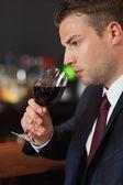 Kırmızı şarap tadımı işadamı — Stok fotoğraf