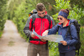 Couple going on a hike together looking at map — Stock Photo