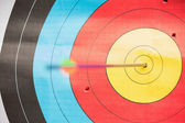 Arrow in bulls eye target — Stock Photo