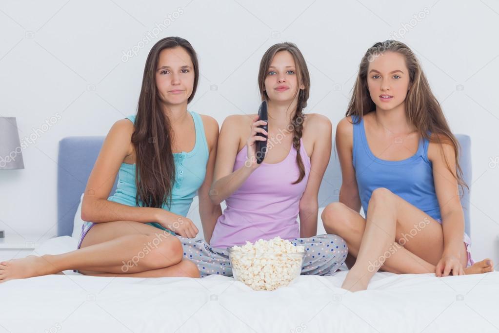 photo of girls преводач № 33370