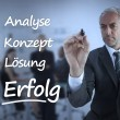 Elegant businessman writing marketing terms in german — Foto Stock