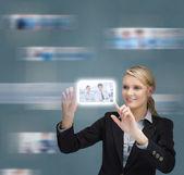 Blond kobieta dotyka cyfrowy interfejs — Zdjęcie stockowe