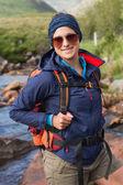 Sportieve brunette op een wandeling — Stockfoto