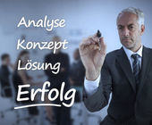 Elegant businessman writing marketing terms in german — Stock Photo