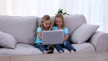 Two sisters playing with laptop — Stock Video