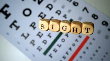 Dados ortografia fora vista caindo no teste do olho — Vídeo Stock