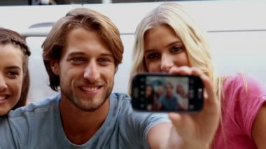 Friends enjoying nature and take photo — Stock Video