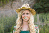 Cute young woman wearing a straw hat — Stockfoto