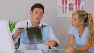 Chiropractor discussing with his patient — Stock Video