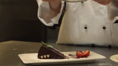 Chef giving a cake the finishing touch — Stock Video