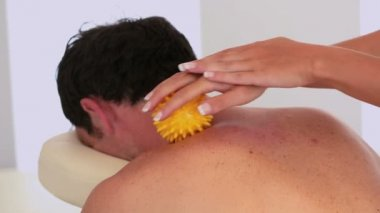 Masseuse using yellow massage ball on clients neck — Stock Video