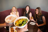 Happy friends looking at the salad — 图库照片