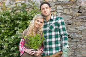 Couple standing in a garden — Foto Stock