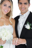 Young married couple posing wearing wedding rings — Stockfoto