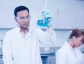 Male researcher experimenting in the lab — Stock Photo