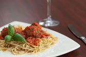 Close up of spaghetti and meatballs with red wine — Stock Photo
