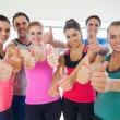 Portrait of fitness class gesturing thumbs up — Stock Photo