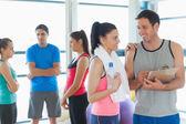 适合夫妇和朋友一起在健身室的背景 — 图库照片