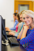 Students using computers in the computer room — Stock Photo