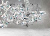 Bladen met afbeeldingen voordat grijs muur — Stockfoto