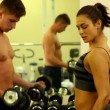 Stok video: Fit people lifting dumbbells