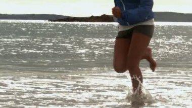 Female legs running at the beach — Stock Video