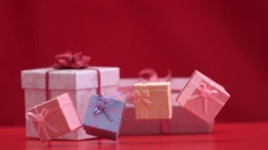 Presents falling and bouncing on red background — Stock Video