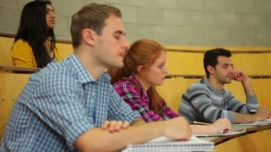 Focused students listening in lecture hall and taking notes — Stock Video