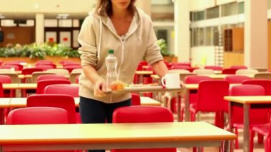 Upset student eating lunch alone — Stock Video