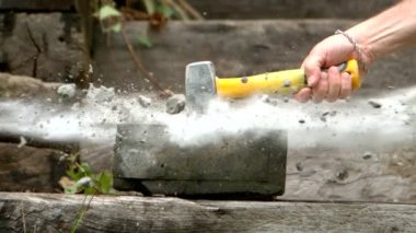Sledge hammer smashing a concrete block — Stock Video