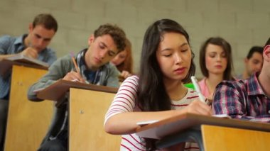 Students listening in lecture hall and taking notes — Stock Video