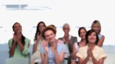 Businesswomen applauding colleague after presentation — Stockvideo