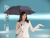 Iş kadını holding siyah şemsiye — Stok fotoğraf
