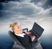 составное изображение бизнесвумен, сидя на вращающееся кресло с ноутбуком — Стоковое фото