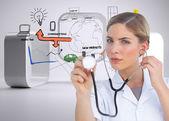 Ernst krankenschwester mit stethoskop hören — Stockfoto