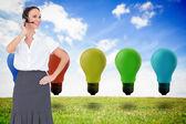Vrolijke slimme call center agent werkt terwijl poseren — Stockfoto