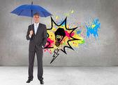 Guarda-chuva de exploração azul do empresário — Fotografia Stock