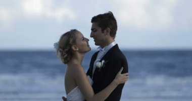 Cute newlywed couple embracing at the beach — Vidéo