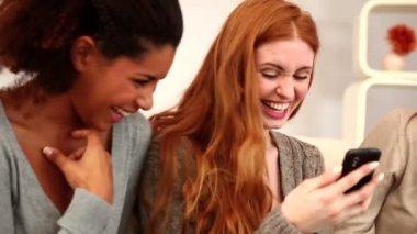 Female friends using smartphone — Stock Video