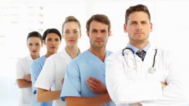 Frowning medical team with arms crossed — Stock Video