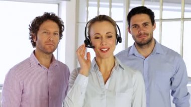 Blonde female agent working with headphones — Stock Video
