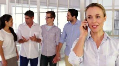 Female designer phoning before posing — Stock Video