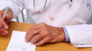 Doktor na předpis pad — Stock video