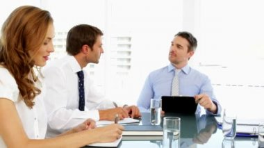 Business people discussing together during meeting — Stockvideo